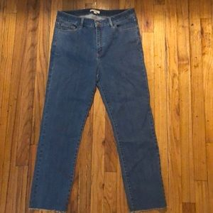 Brand new NEVER WORN! NY&CO med wash jeans size 8